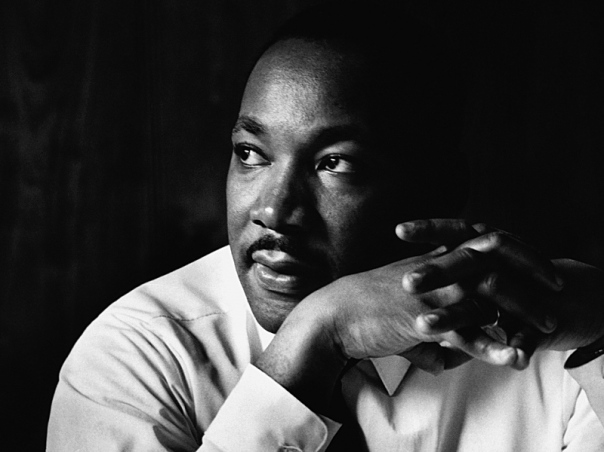 mobile-martin_luther_king_shirt_face_look_hands_8410_1920x1080